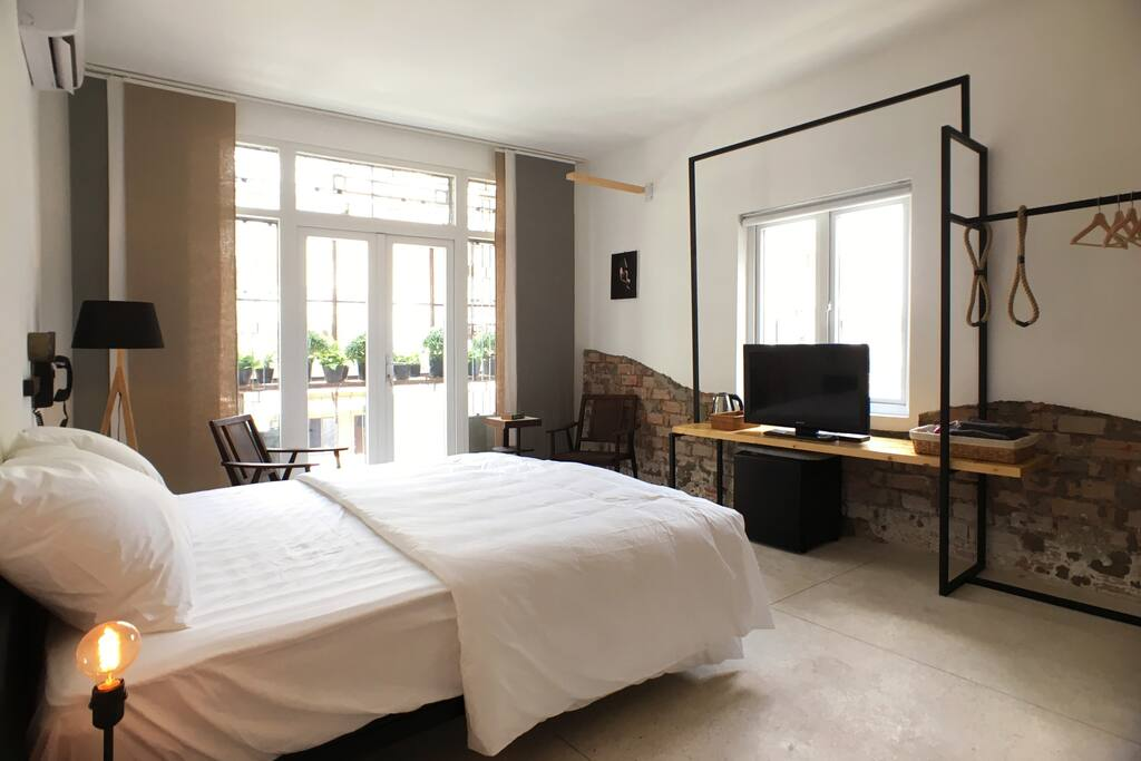 Bright & airy with private Balcony overlooking one of HCMC's most famous street - Pasteur