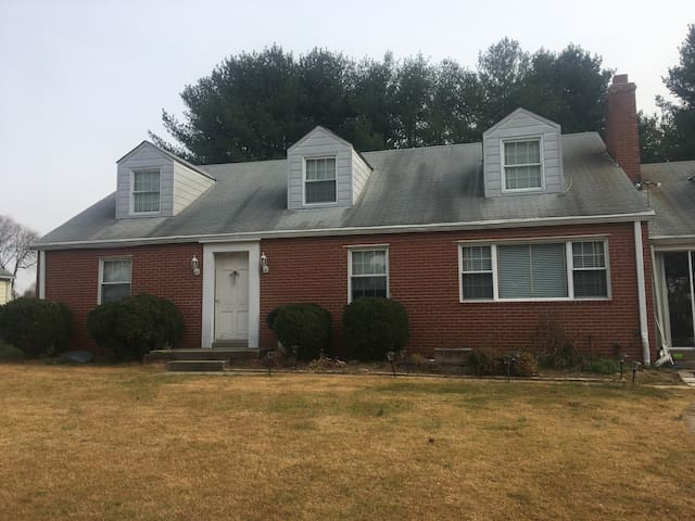 Spacious BR, bathroom, kitchen - Burtonsville - Hus