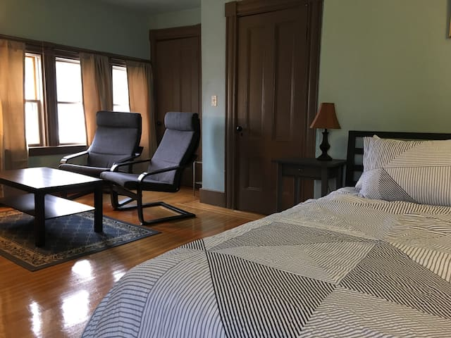 Two nice rooms w/private bath, parking
