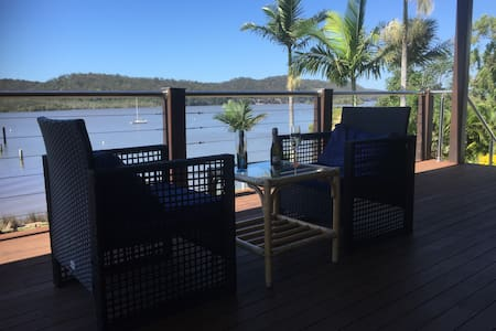 Waterfront 3 bdrm house with views