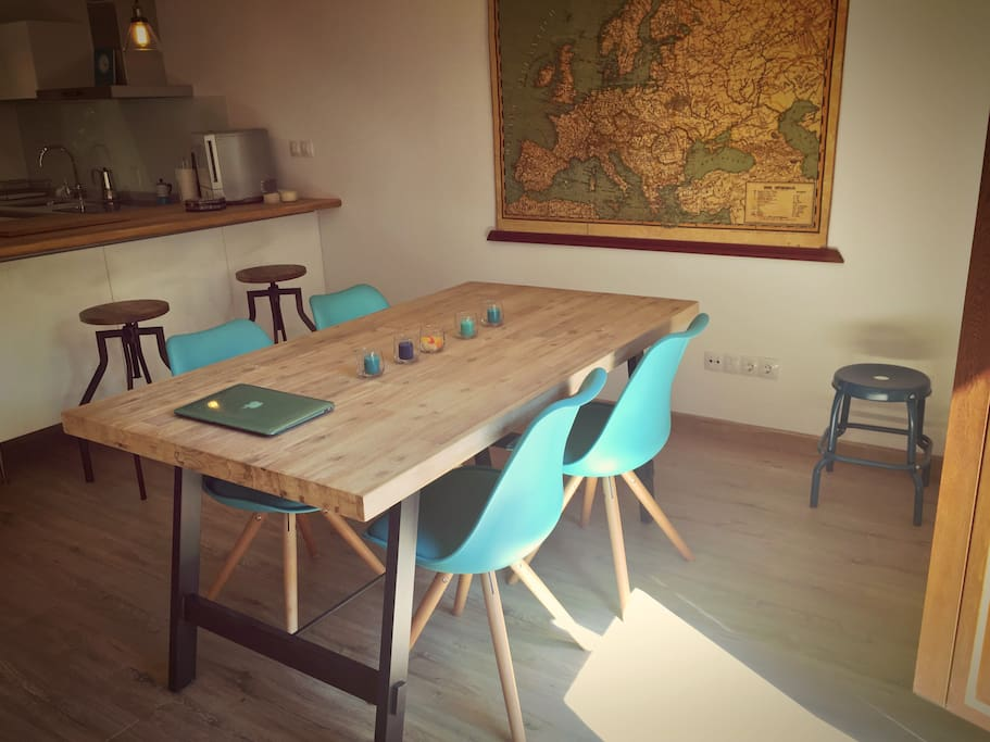 Mesa comedor para 6 personas. | Table for 6