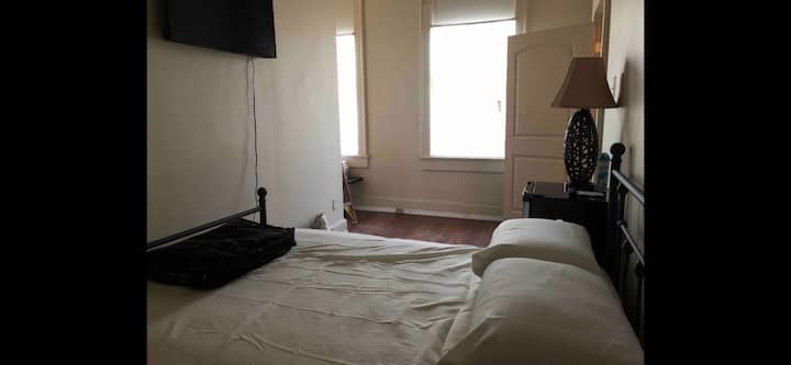 Cozy Top Floor Apartment Space!