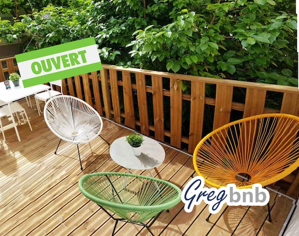 GregBnb - The terrace in the trees!