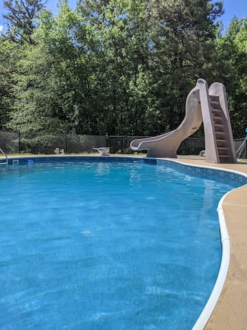 2BR apartment w/Private  heated pool in Monroe NJ