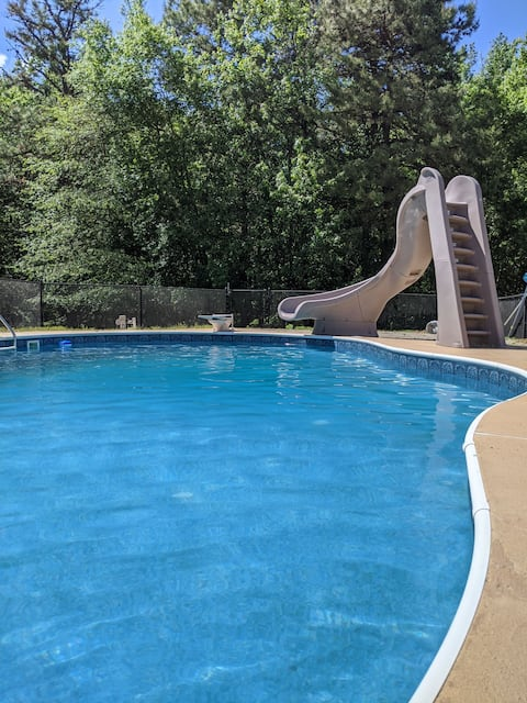 Stunning Monroe New Jersey 2BR Apartment w Hot Tub