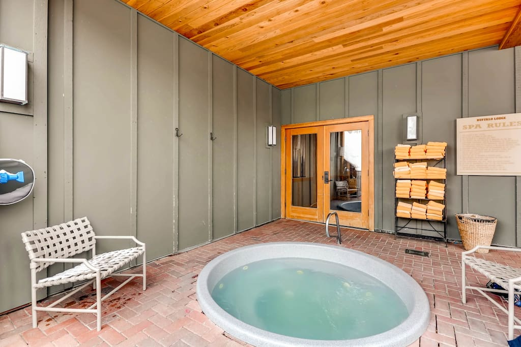 Enjoy access to Buffalo Lodge amenities including a heated pool, sauna and hot tubs