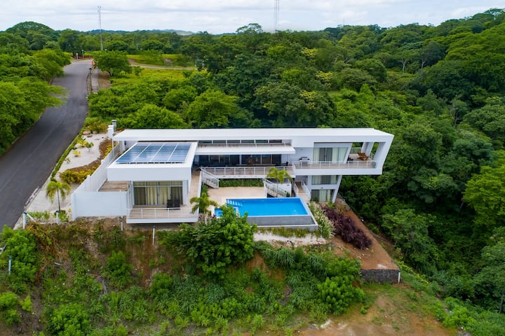 Spectacular, ultramodern villa w/ a private pool, pool spa, & ocean view!