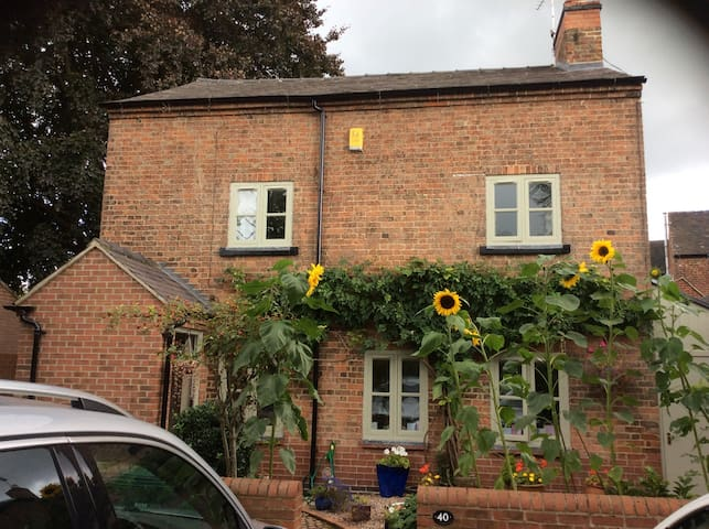 Cosy Shardlow Cottage