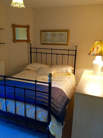 Quiet double room central location. - Winchester  - Appartement