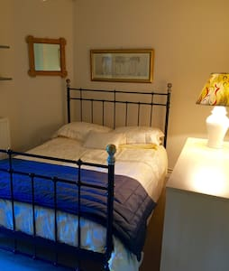 Quiet double room central location. - Winchester  - Lejlighed