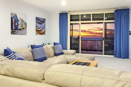 """The View"" Seaview Sunset Apartment - West Beach"