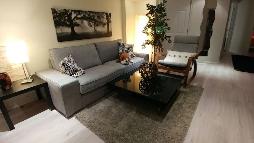 2 Bedrooms Basement Apartment - Separate Entrance - Vaughan - Wohnung