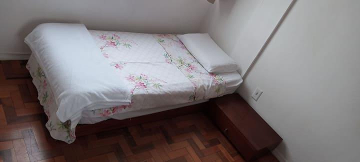 Quarto em localização central em Florianópolis