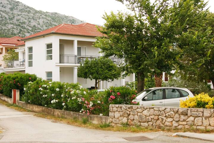Buco-Smiljana Blizina NP Paklenica. Apartman 2