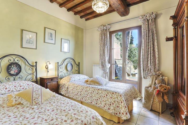 first floor twin bedroom with terrace (bedroom n. 2)
