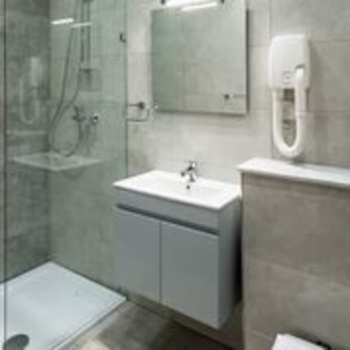 King room en-suite with walk-in shower