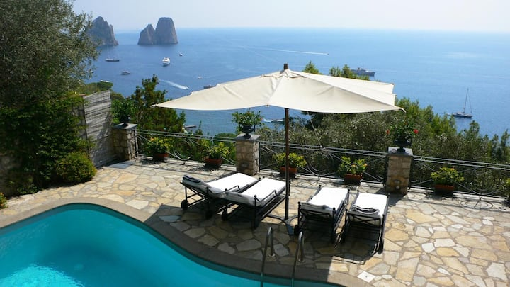 Villa with pool and Faraglioni view