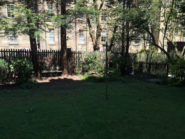 Double Bedroom in warm leafy Southside flat - Glasgow - Wohnung