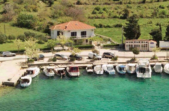Apartment in the house by the sea-Šimuni,  Pag