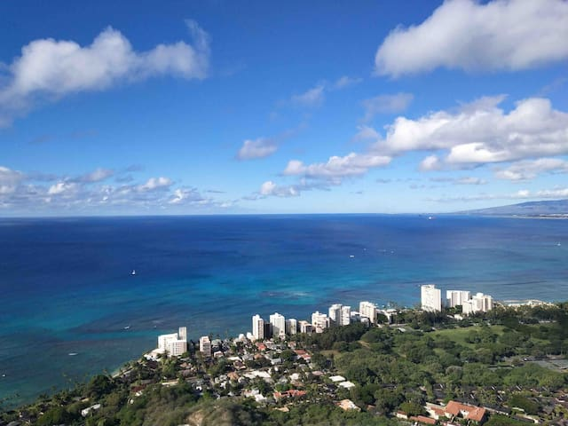 Hawai'i unit for 2bedroom (parking include )