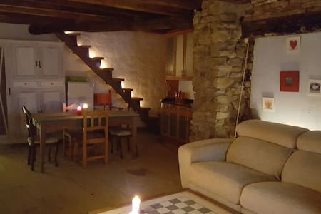 Casa de piedra restaurada - Viesca - Casa