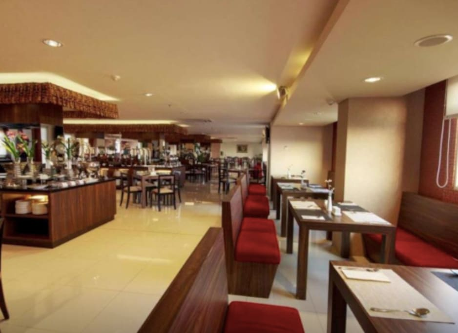 sky lounge and restaurant with fair price