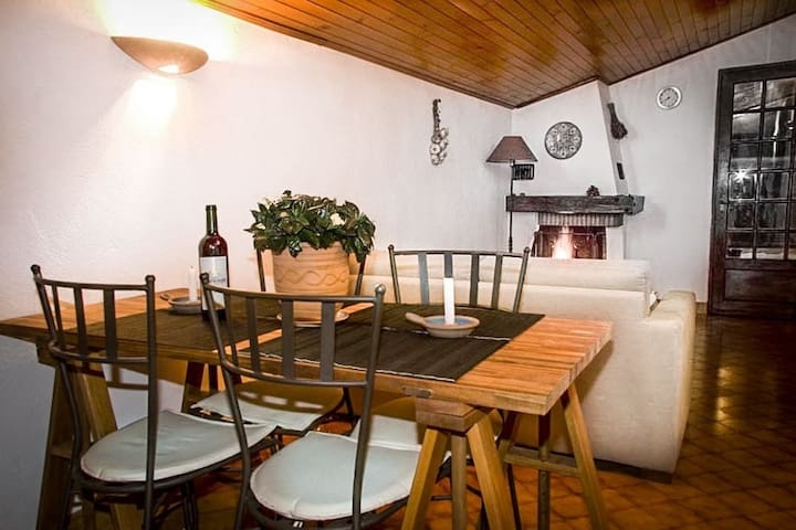 Charming Apartment in the Heart of Village Life - Goult - Apartament