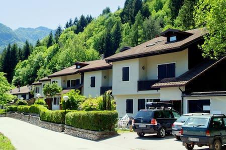 Maison de vacances moderne à Val Maria-pur avec jardin