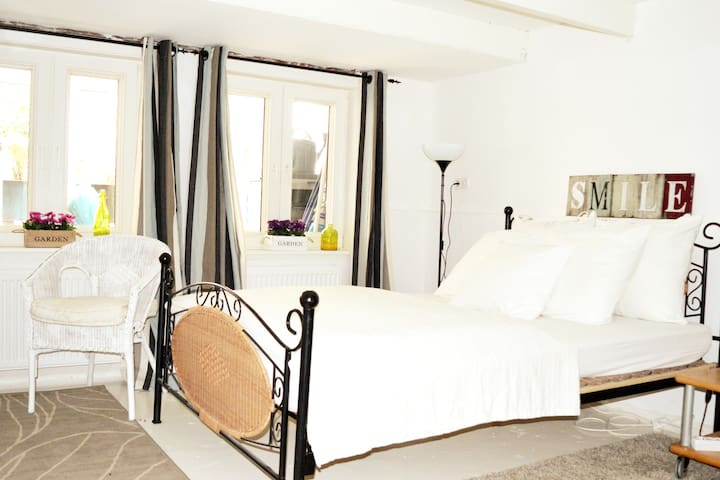 Private room-Jordaan-5 min/historic center, 2 max