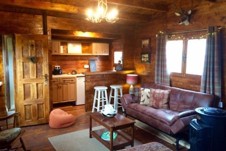 Cosy Log Cabin on working farm with stunning views - Dunblane - Srub