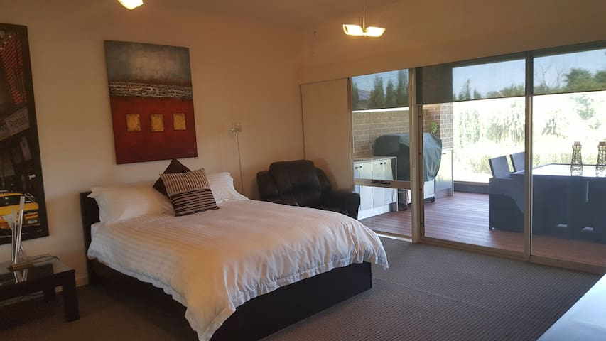 Luxury Accommodation - 40 minutes from the City