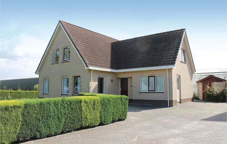 Holiday cottage with 4 bedrooms on 136m² in Almere Buiten