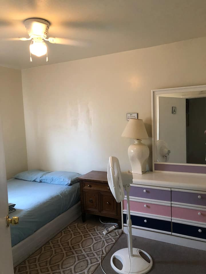 SF-Bay Area A room (free cleaning fee)