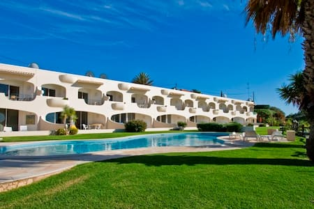 Beautiful, beach front 3 bedrm apartment Ferragudo - Ferragudo - Daire