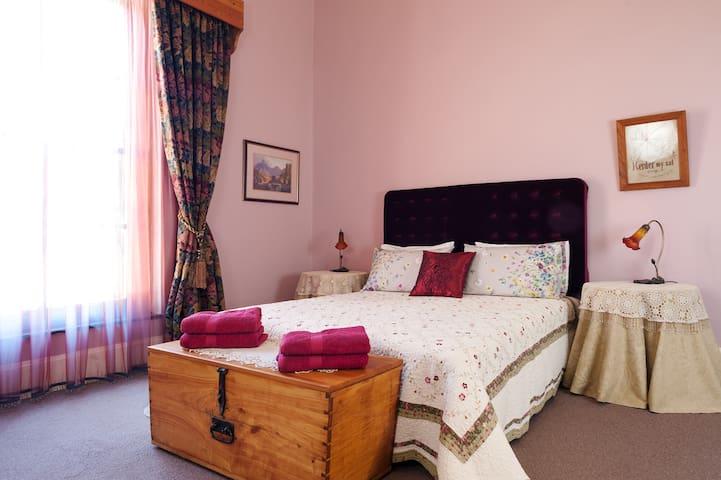 The Rose & Rose Petite Suite @ Die Rooi Granaat