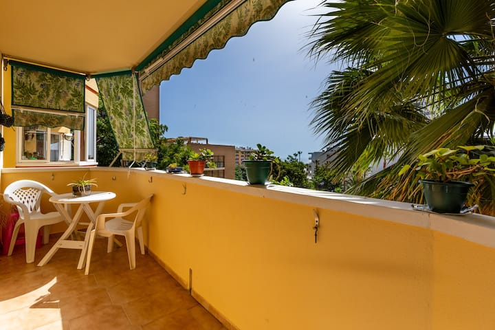 Central Apartment Torremolinos Vistas Mar with Sea View, Balcony, Wi-Fi & Air Conditioning; Parking Available