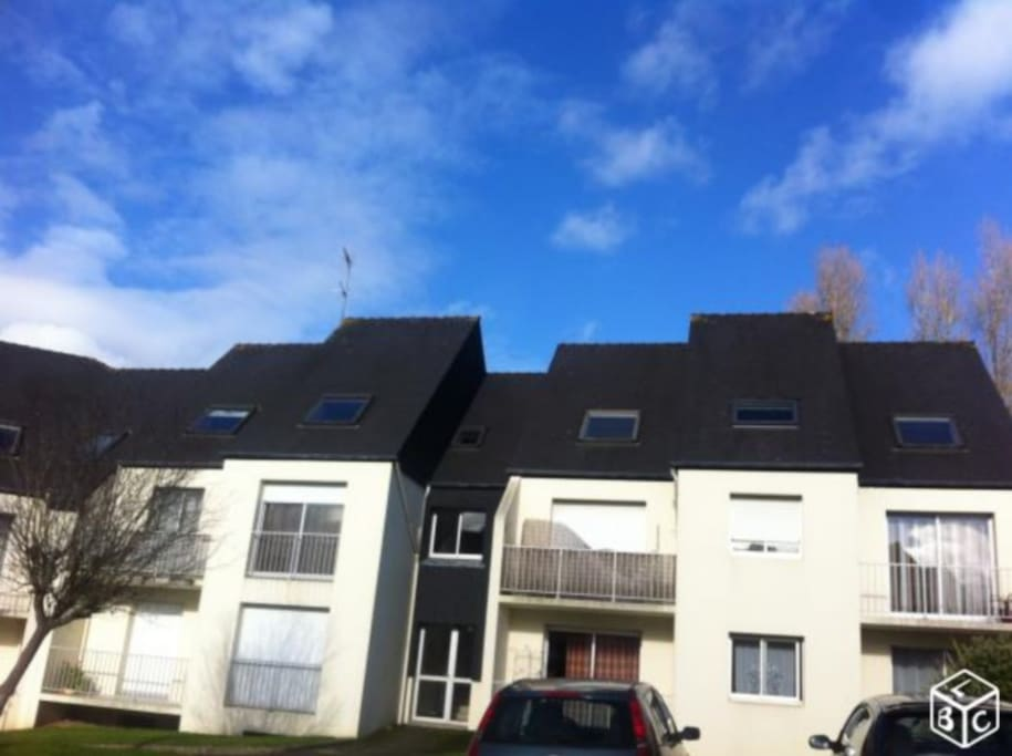 Au calme, au 1er étage d'une petite résidence, au coeur de St-Pol-de-Léon