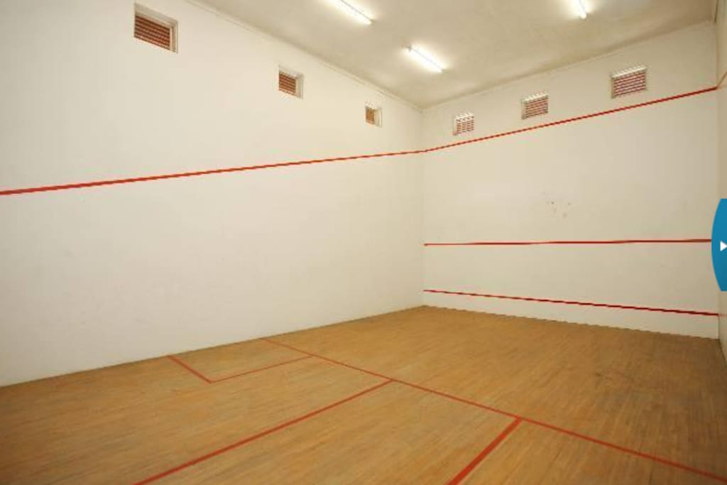 Squash, pool table and table tennis available.