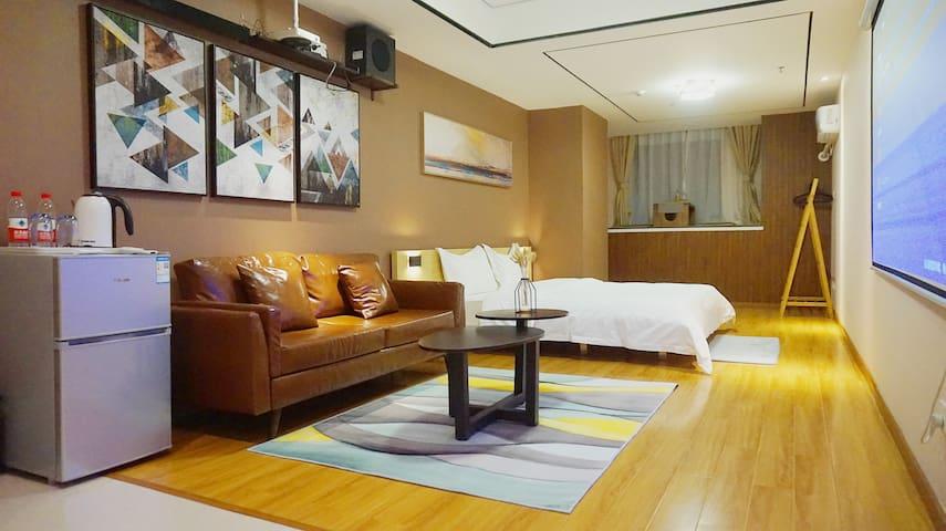 万达广场日式海景影音投影大床房