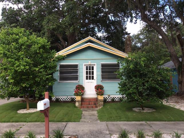 1925 bungalow in downtown Sarasota (Laurel Park)