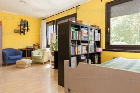 Cheap & cosy apartment near river - Budapest