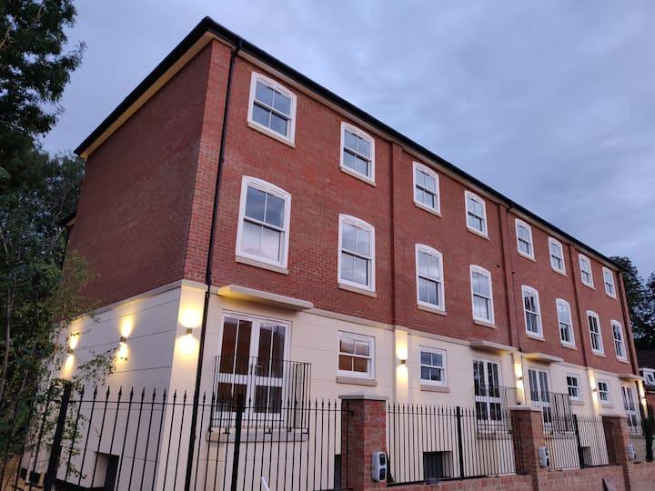 Lovely Riverside Apartment - No 7