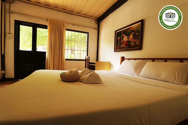 INSEE Village Villa Lao N#5 ( Big room + big bed )