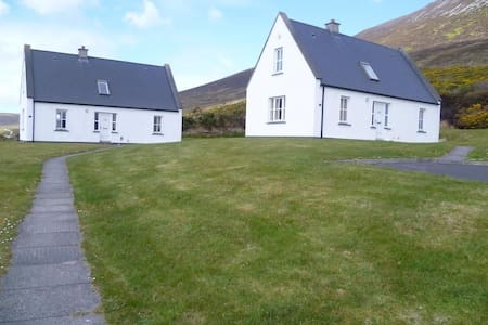 Baile Slievemore 3 Bed - Mountain Views