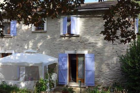 Maison de campagne en pierre au coeur du Tarn