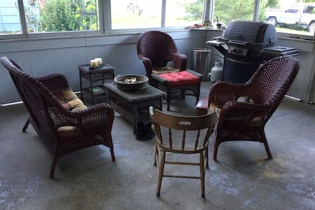 Relaxing Bungalow 10 min from IU, 4 min to Hwy 37 - Bloomington - House