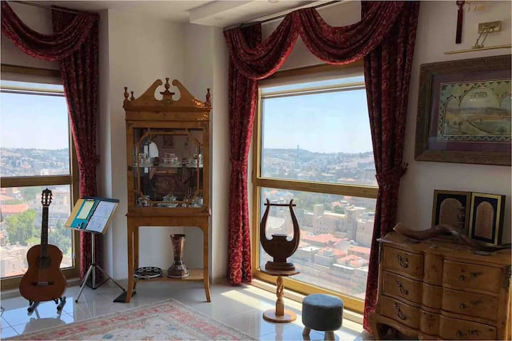 Majestic Apt w/ 360 View Of Jerusalem & Temple Mt.