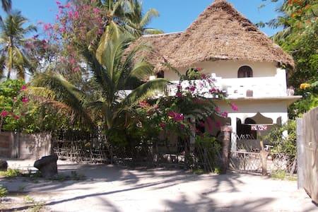 FAIRYTALE VILLA ZANZIBAR - lovely and spacious! - Jambiani - Bed & Breakfast