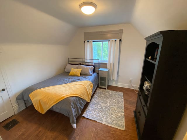 Queen size bed in private bedroom! (2 twin size air mattresses and a portable crib are available upon request)