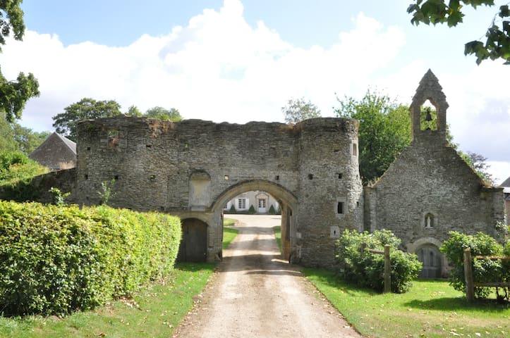 Gite dans le parc du Chateau - Tournay-sur-Odon - Casa